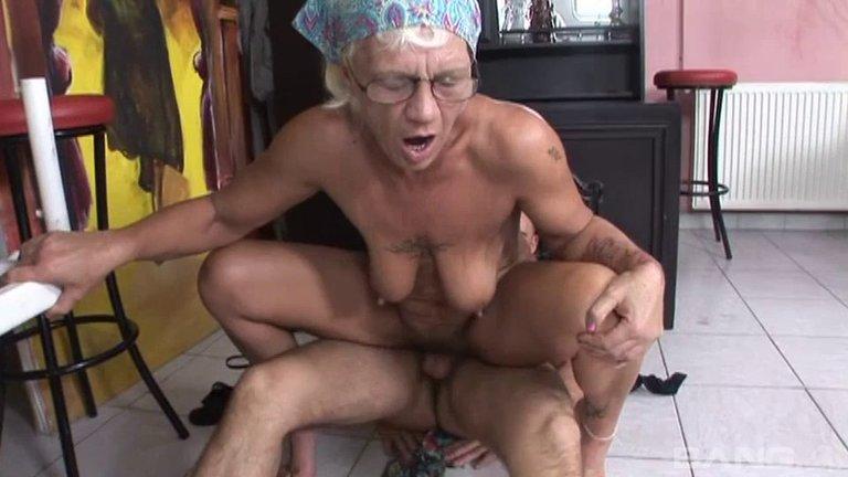 Порно Русские Бабки Надрачивают Малый Член