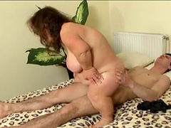 Passionate fucking between a handsome dude and mature midget Trefi