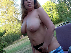 Busty mature slut drops her clothes to masturbate in outdoors