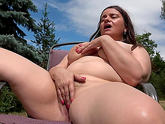 BBW amateur drops her panties to play with a dildo in outdoors