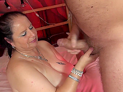 Amateur homemade video of a chubby wife getting penetrated