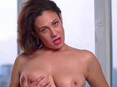 Chubby mature mommy Sara drops her panties to masturbate. HD
