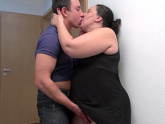 Chubby mature Melinda enjoys getting fucked on the bed. HD