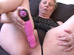 Chubby mature amateur Nicol opens her legs for a black cock