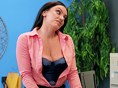 Quickie fucking on the office table with busty boss Leila Larocco